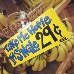 Eenzame bananen in de supermarkt (Trader Joe's)