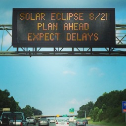 Charlotte bereidt zich voor #solareclipse2017 #toeristen #northcarolina #druk #totaleclipse #kannietwachten
