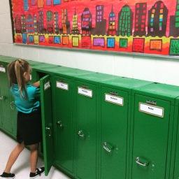 Scholen zijn weer begonnen! #firstdayofschool #locker #kleinemeisjeswordengroot