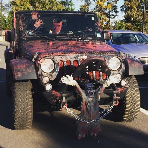 Zelfs de auto's zijn klaar voor Halloween! #scarycar #amerika #halloween